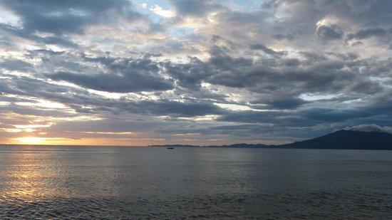Pulisan Resort: Beach in the morning