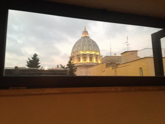 Saint Peter Sky Terrace: balcone coperto con vista su cupola di San Pietro