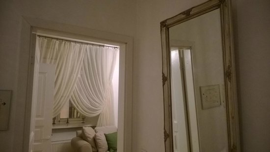 OldHouse Apartments: bedroom mirror