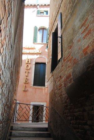 Hotel Casa Verardo - Residenza D'Epoca: Approaching Hotel Casa Verardo