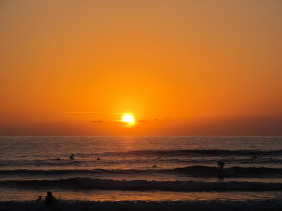 Surf Bikini Retreat: another perfect guiones sunset