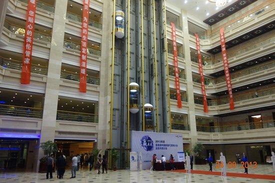 Kashi Yin Rui Lin International Hotel : A grand lobby