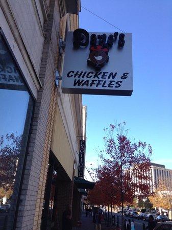 Dame's Chicken & Waffles: Exterior