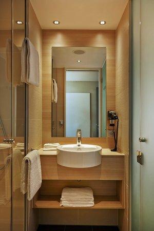 badezimmer - picture of h2 hotel muenchen messe, munich - tripadvisor