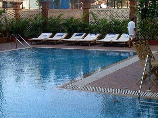 Deltin Suites: pool area