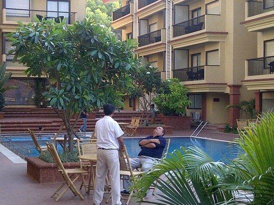 Deltin Suites: pool surondings