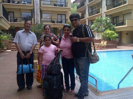 Deltin Suites: Family on pool