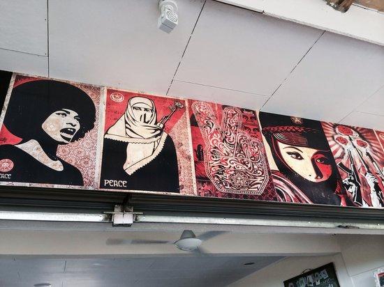 Emilio's Cafe: Decor