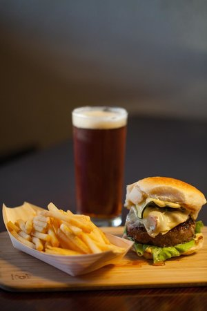 Daylesford Hotel: Bar Menu Favourite. Hamburger, Fries and an icy cold ale.
