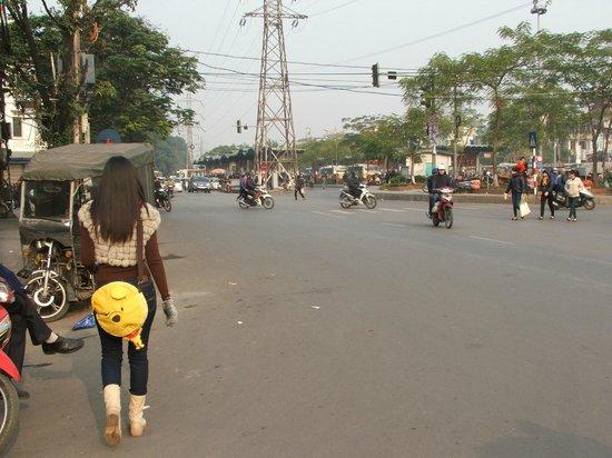 Bat Trang Ceramic Village: The way to Ga Long Bien Bus stop.