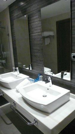 Ulises Hotel: Baño