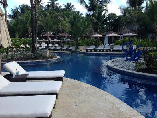 The St. Regis Bahia Beach Resort, Puerto Rico: Pool area with comfortable chairs