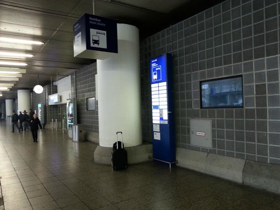 Steigenberger Airport Hotel: This is what the Steigenberger Frankfurt Airport looked like to me.
