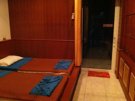 PT Residence: massage and relax room
