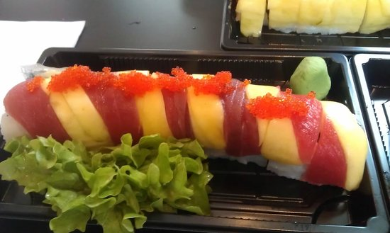 Sushi Point: Passion roll. Tuna and mango