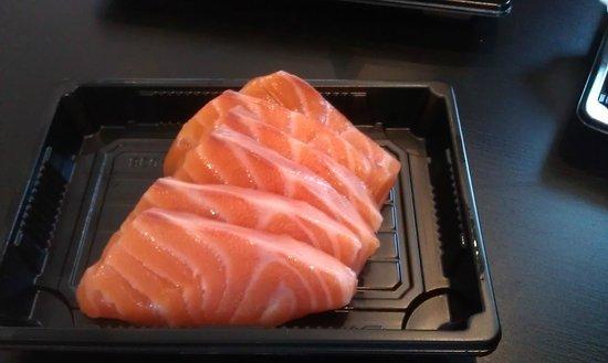 Sushi Point: Salmon sashimi, delicious!
