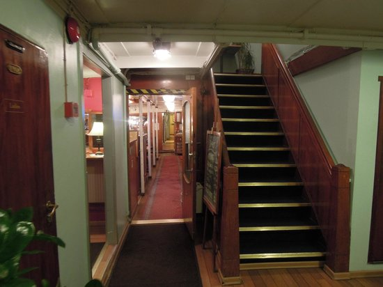 Rygerfjord Hotel and Hostel: stair to 2nd floor