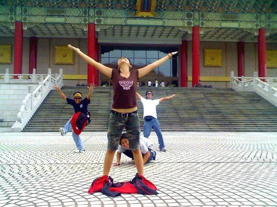 Chiang Kai-Shek Memorial Hall: I LOVE THIS PLACE! Grand!