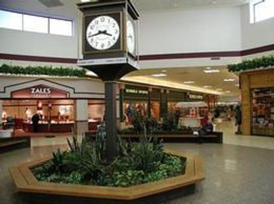 ‪Dakota Square Mall‬