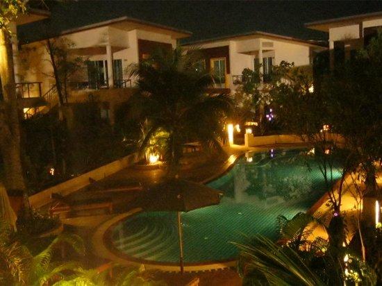 The One Cozy Vacation Residence: view over the main pool from room 7-1