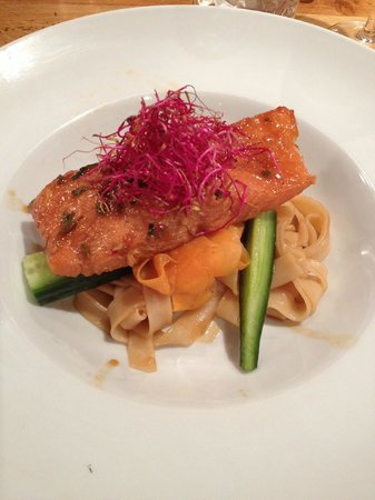 Chalet Aux Joux : Asian spiced Salmon, Super yummy