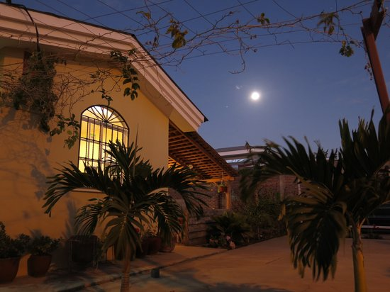 Bed and Breakfast Villa Riviera: Night view
