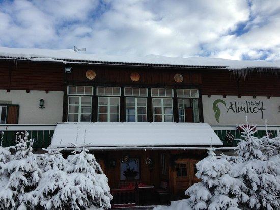 Hotel Almhof: Vista dell'Hotel all'arrivo