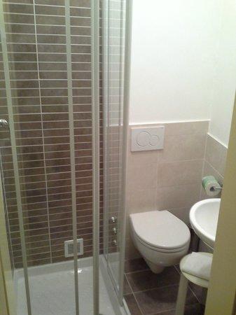 Riviera dei Dogi Hotel : Salle de bains douche