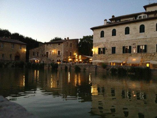 Vasca di bagno Vignoni - Picture of Locanda del Loggiato, Bagno ...