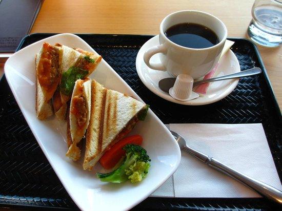 Cafe Hanashirube: ホットサンドセット