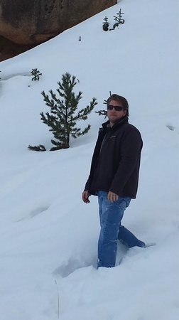 Pikes Peak - America's Mountain: Snow to my knees :)