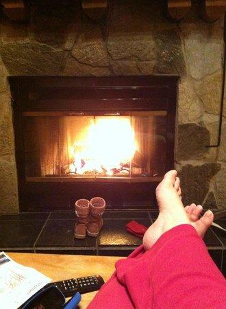 Bear Hill Lodge: Very nice fireplace
