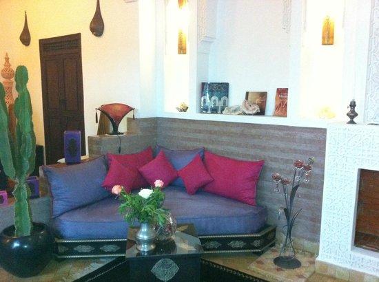 Riad Charme d'Orient: petit coin salon, salle du déjeuner