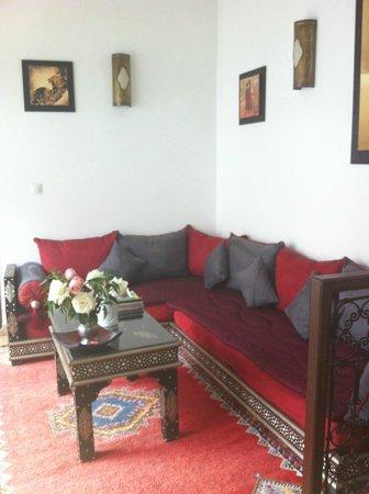 Riad Charme d'Orient: Petit coin salon au 1 er étage
