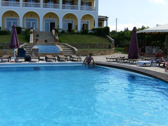 Tsamis Zante : la grande piscine a l arriere de l hotel