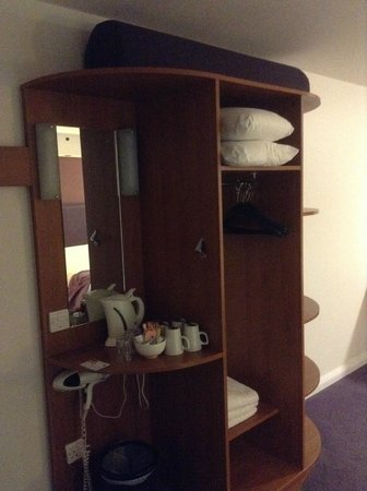 Premier Inn Rotherham East (M18/M1) Hotel: normal storage area
