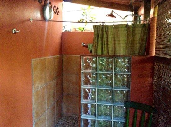Physis Caribbean Bed & Breakfast : Open Bathroom