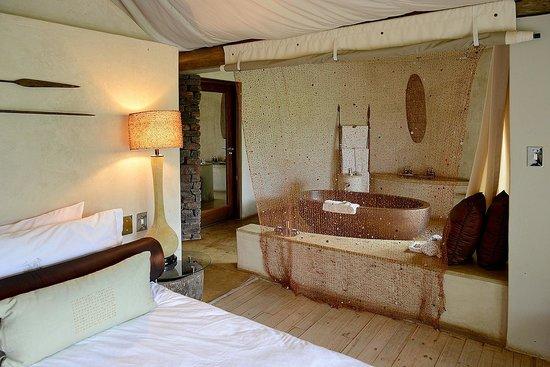 Marataba Safari Lodge: Bath & Shower Area