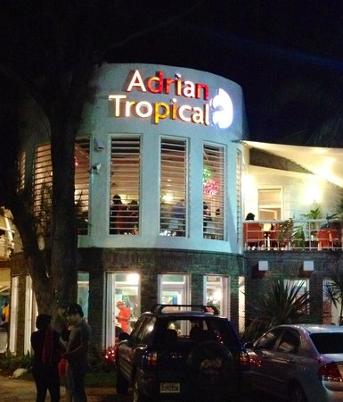 Sal n interior picture of adrian tropical santo domingo for Adrian fish restaurant