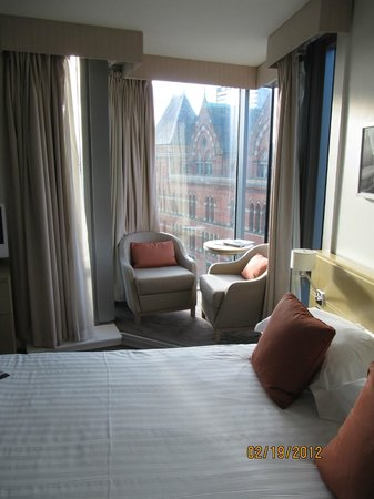 DoubleTree by Hilton Manchester Piccadilly: room and view