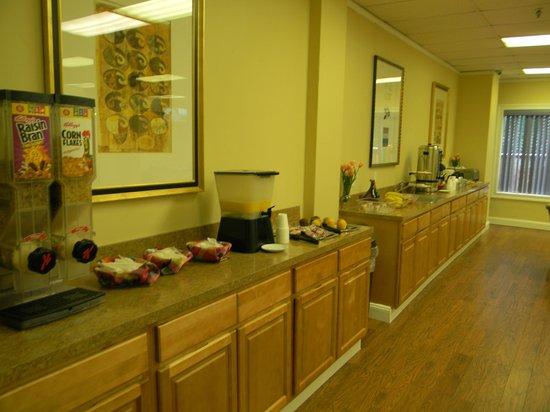 Esplanade Hotel : Continental Breakfast Area