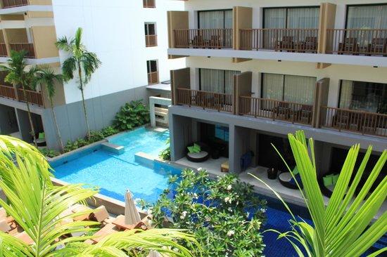 Deevana Plaza Krabi Aonang: La pileta vista desde nuestra habitación