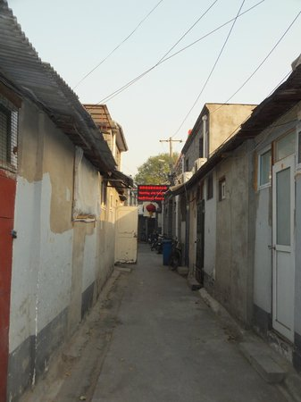 Imperial Courtyard Hotel: Alley to Hotel