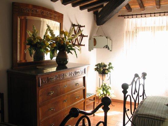 """Fattoria Santa Maria: una camera dell'appartamento """"Il Focolare"""""""
