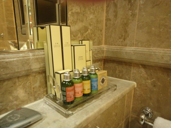 Island Shangri-La Hong Kong : Premium toiletries
