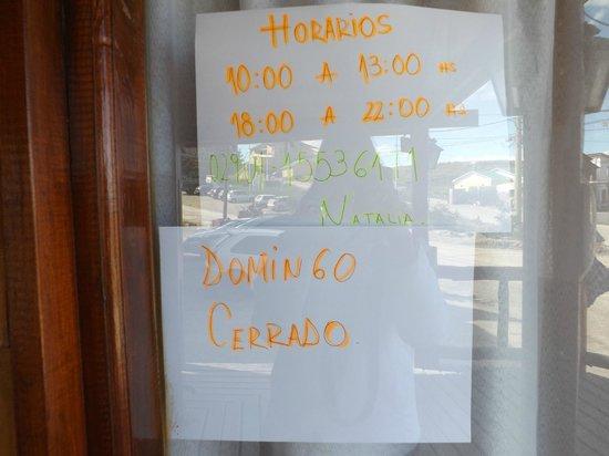 """Cabanas Portal del Glaciar : Domingos """"cerrado"""""""