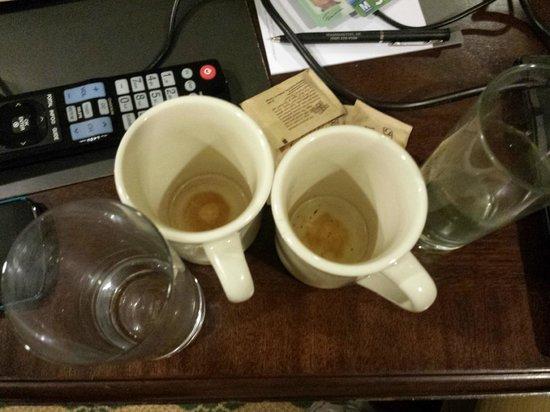 Willard InterContinental Washington: dirty mugs after cleaning