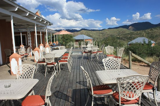 River Crossing Lodge: Terrasse