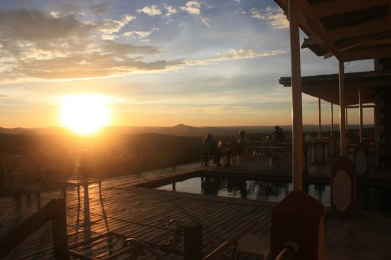 River Crossing Lodge: Sonnenuntergang in den Bergen