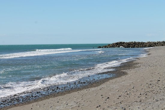 New Plymouth Top 10 Holiday Park : Beach near New Plymouth Top 10 site